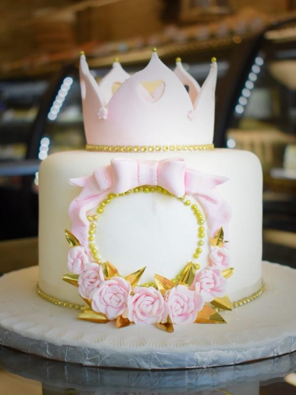 Royal Crown cake by Goodies Bake Shop